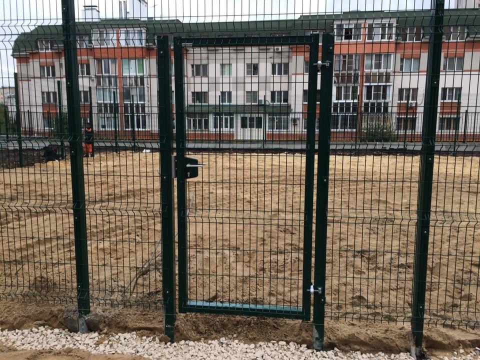 Забор и калитка из сетки рабицы