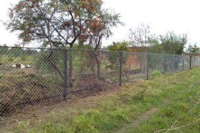 Строительство забора из сетки рабицы
